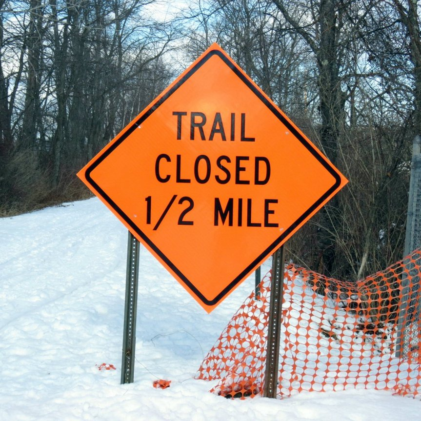 1-trail-closed-sign